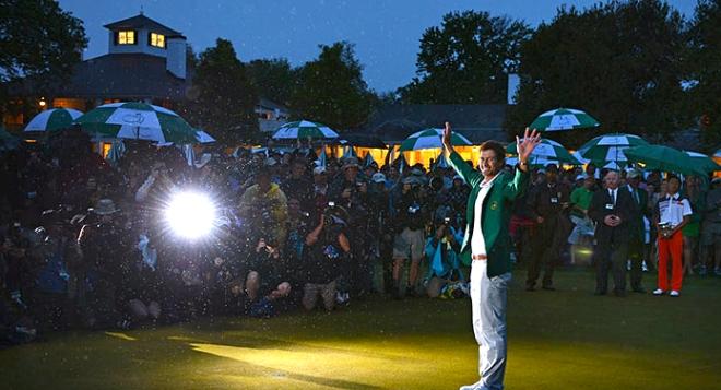 """Adam Scott auf dem 18. Grün von Augusta: Erster Australier im """"Green Jacket"""". ©: masters.com"""