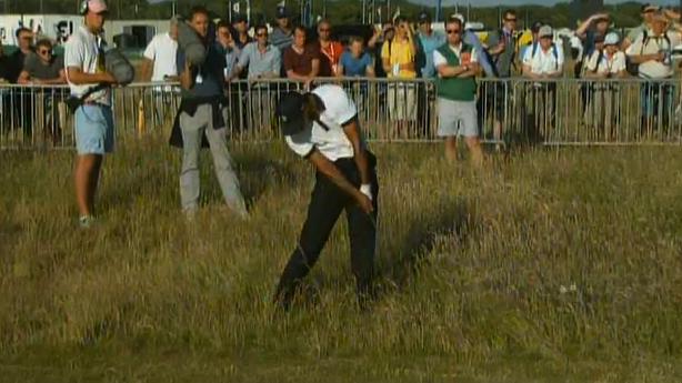 Kraftakt: Tiger Woods beim Befreiungsschlag aus Muirfields zähem Rough.