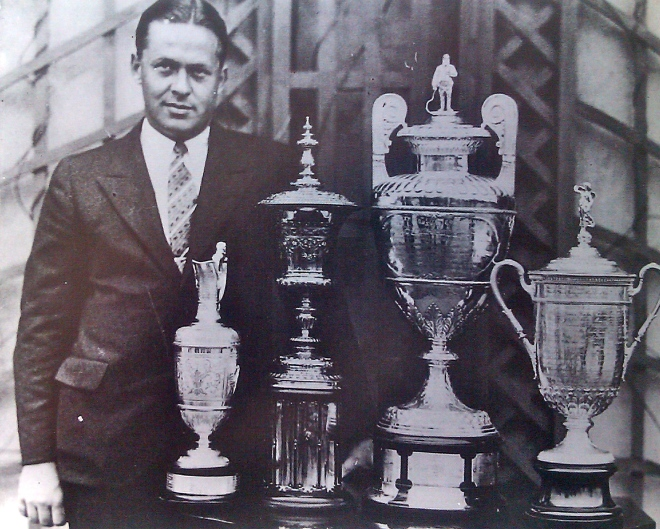 Silberwaren: Bob Jones 1930 mit den Trophäen des Grand Slam. ©: mib