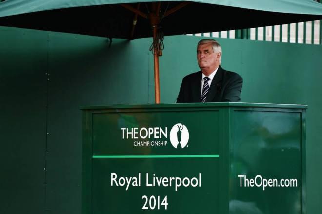 Zehn Stunden unterm Zelt, ohne Pause und ohne Pausenbrot: Ivor Robson am Arbeitsplatz. © TheOpen.com