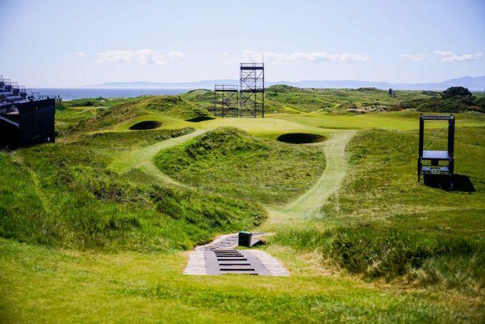 """""""The Postage Stamp"""", die """"Briefmarke"""": Royal Troons berühmtestes Loch ist nur 112 Meter lang, aber mit seinem knapp 250 Quadratmeter kleinen und von fünf kraterartigen Bunkern bewachten Grün auf der nächsten Düne ein echtes Biest."""